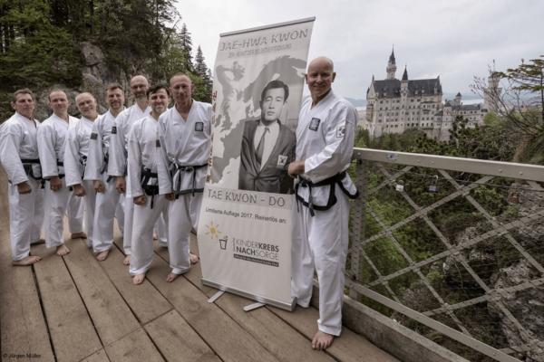 Schulleiter vor Schloss Neuschwanstein